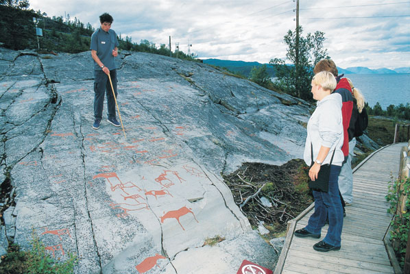 Alta Alta Museum Rock carvings Guide explaining Tourists watching culture, Norwegen